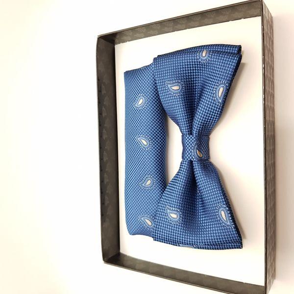 Mucha niebieska z tłoczonym jasno szarym wzorem paisley i poszetką na Arena.pl