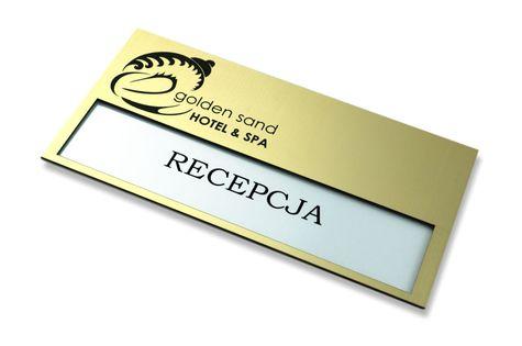 Tabliczka na drzwi z logo i wymienną treścią tabliczki na kartkę