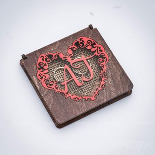 Pudełko na obrączki - serce z inicjałami czerwień.