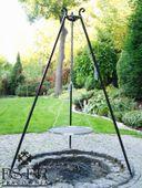Grill ogrodowy na trójnogu PIOTR z rusztem nierdzewnym 50 cm ES-ER