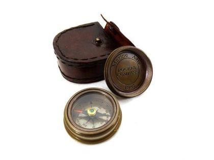 Mosiężny kompas w skórzanym etui Com-0468