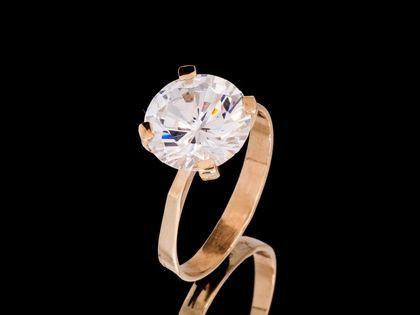 P595 Złoty pierścionek z cyrkonią. Próba 333