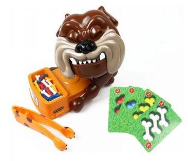 Bull Fight Dog GraŚpiący Wściekły Gryzący Pies
