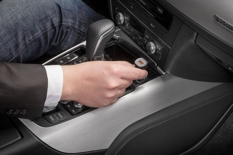 Ładowarka samochodowa Quick Charge™ USB CABSTONE zdjęcie 4