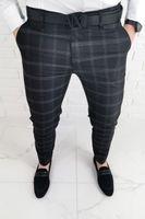 Czarne eleganckie spodnie meskie slim fit w biala krate 1547 - 31