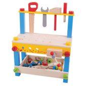 Drewniany warsztat z narzędziami i śrubkami