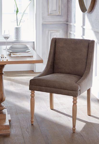 Brązowy fotel z toczonymi nogami zdjęcie 4