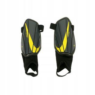 Ochraniacze NIKE Charge SP2165-012 rozmiar S