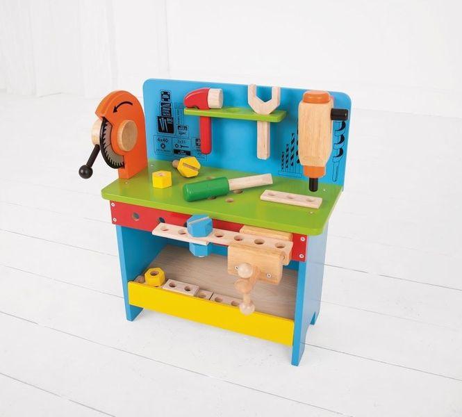 Drewniany warsztat majsterkowicza z narzędziami zdjęcie 5