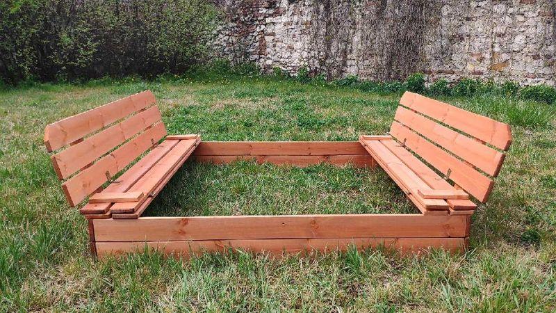 Piaskownica drewniana ze składanymi ławeczkami 150x150 - zmontowana zdjęcie 1
