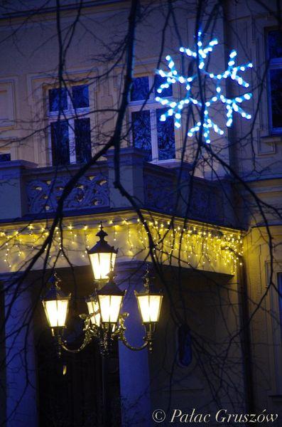 Komplet 5 Figur Gwiazd Led O średnicy 100 Cm Sznur 12 M Z Błyskiem Zewnętrzne Oświetlenie świąteczne Led Nr 0217 Kolor światła Biały Zimny
