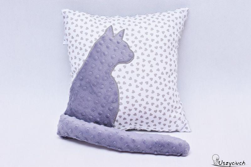 Poduszka kot z ogonem 3D szary kot serduszka tył minky kropki zdjęcie 2