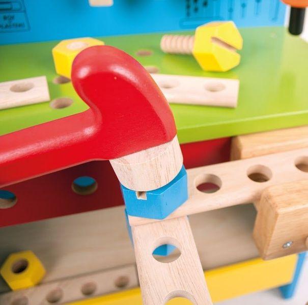 Drewniany warsztat majsterkowicza z narzędziami zdjęcie 4