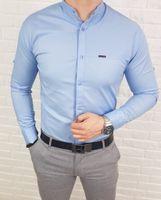 Jasnoniebieska meska koszula ze stojka zapinana na kwadratowe napy - S