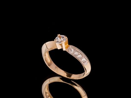 P536 Złoty pierścionek z cyrkoniami /585