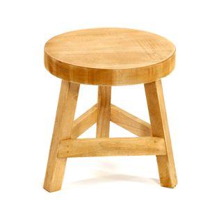 Stołek Drewniany Z Trzema Nogami Stojący Na Wysokości 23 Cm