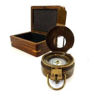 Kompas militarny - inżynierski w pudełku drewnianym Com-0469