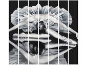 Obraz druk Ballerina w lustrze czarno biały zdjęcie 1