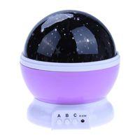Lampka nocna projektor gwiazd 2w1 USB fioletowa