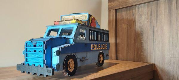 Karafka radiowóz prezent dla policjanta