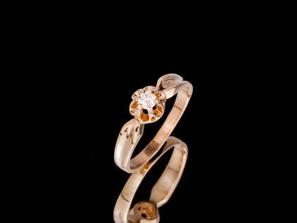 P703 Złoty pierścionek. Chaton z brylantem. Zaręczynowy. 585