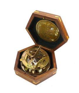 Kompas z zegarem słonecznym SUN-0098B w w 6-kątnym pudełku drewnianym