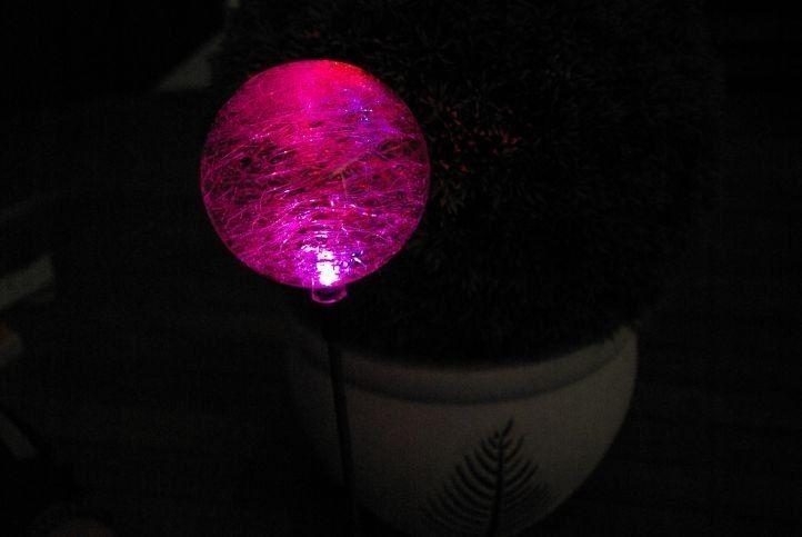 Lampa solarna kolorowa LED w kształcie kuli lampki solarne zdjęcie 5