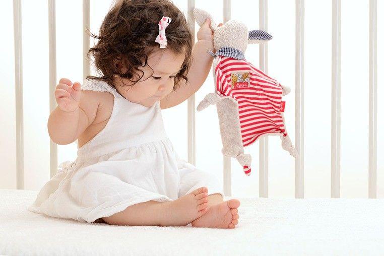 SIGIKID Przytulaczek komforter Zając w czerwone paski zdjęcie 4