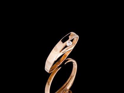 P691 Złoty pierścionek, gładki z cyrkonią. 333