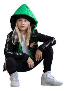 Dziewczęcy czarno-zielony dres - bluza to połączenie ortalionu z bawełną plus spodnie z lampasem MałaMi 110/116