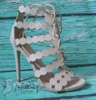 Sandałki na szpilce beżowe, wiązane szpilki r.38