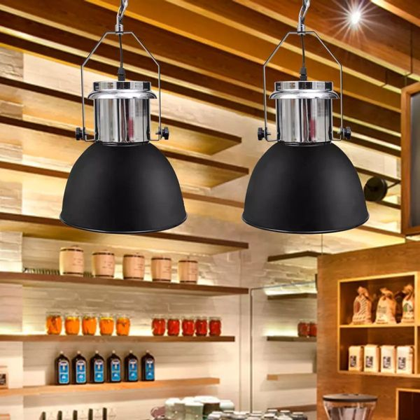 czarne metalowe lampy sufitowe
