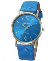 Niebieski zegarek na pasku z ekoskóry pikowany