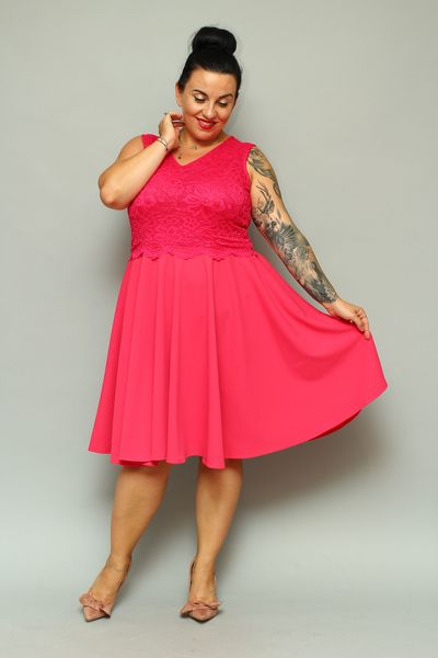 Sukienka VANESSA rozkloszowana z koronką malinowa 46