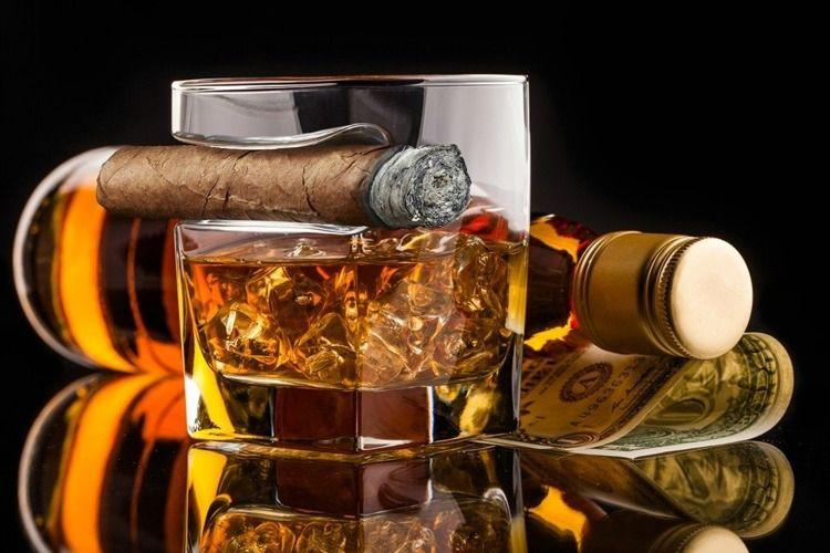 Szklanka do whisky i cygaro zdjęcie 4