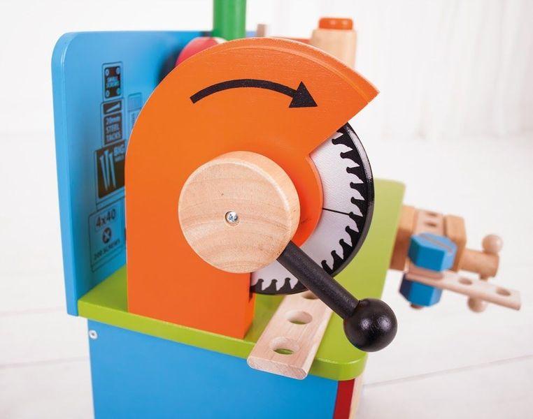 Drewniany warsztat majsterkowicza z narzędziami zdjęcie 8