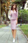 Sukienka z wiązaniem przy dekolcie - Fioletowy S
