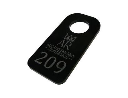 duże zawieszki numerki do szatni, breloki do kluczy hotelowych 5x10cm