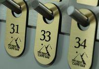 Numerki do szatni breloki do kluczy hotelowych zawieszki szatniowe