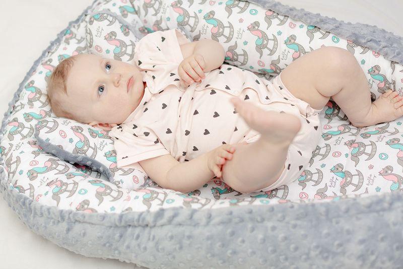 Dwustronny kokon dla niemowląt + motylek Konik z różowym LiliBaby zdjęcie 4