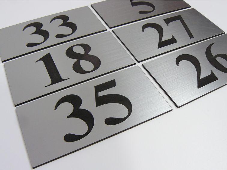 Numer / numerek na drzwi tabliczka grawerowana 5x10cm  1kpl.10szt. na Arena.pl