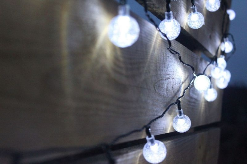 Lampki solarne 30 LED JoyLight zimne białe w kształcie kulek zdjęcie 4