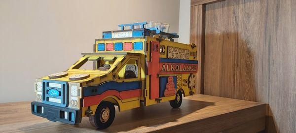 Karafka ambulans prezent dla ratownika medycznego