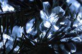 Lampki solarne 50 LED JoyLight w kształcie kwiatków, zimne białe zdjęcie 3