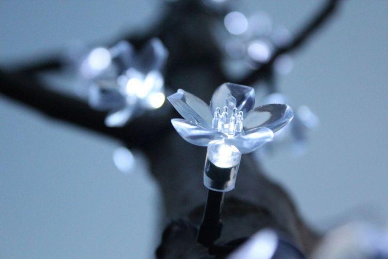 Lampki solarne 50 LED JoyLight w kształcie kwiatków, zimne białe zdjęcie 1