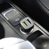 PURO Mini Car Fast Charger Uniwersalna ładowarka samochodowa 2xUSB (czarna) zdjęcie 4