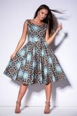 Wzorzysta sukienka z rozkloszowanym dołem - Multikolor 44