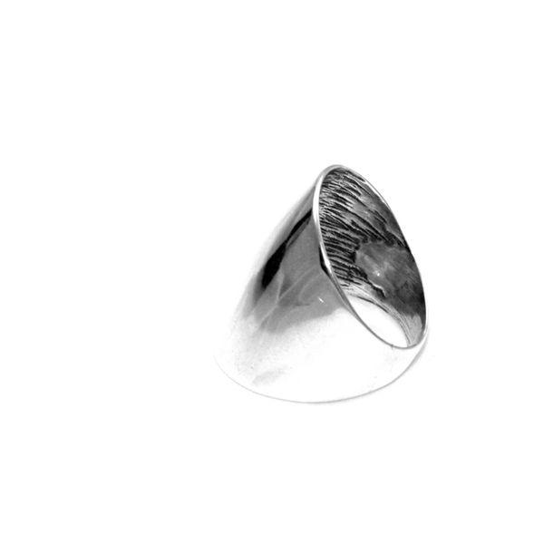 Modny pierścionek srebrny szeroki 27 zdjęcie 2