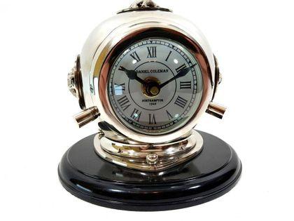 """Zegar mosiężny """"Hełm nurka"""" na drewnianej podstawie CLK-0450"""