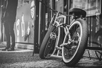 Zielony rower Rozmiar - 40x26, Kolor - Czarno-biały
